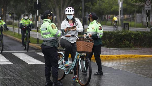 Las personas que viven en Lima y Callao tendrán que cumplir con las restricciones dispuestas por el Gobierno este fin de semana. Foto: GEC