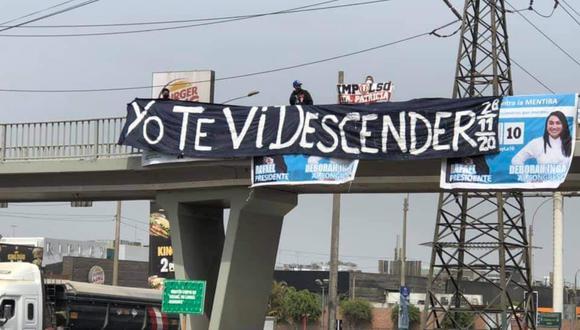 """Este martes 30 de marzo, una banderola con el mensaje """"Yo te descender"""" lucía en el Puente de la Universidad de Lima"""
