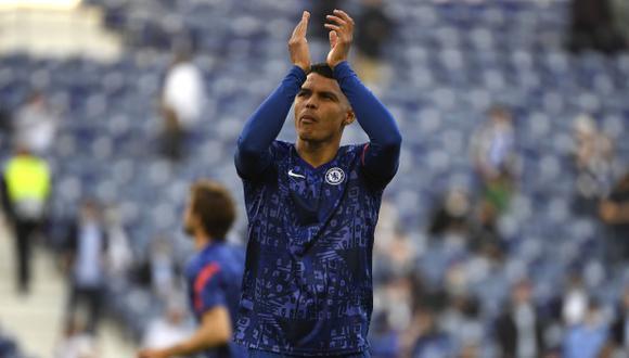 Thiago Silva recordó a PSG durante su celebración con Chelsea por ganar la Champions League. (Foto: EFE)