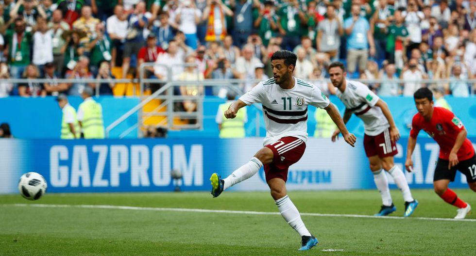 Preciso instante en que Carlos Vela marca un gol a Corea del Sur en el Mundial Rusia 2018. (Foto: AFP)
