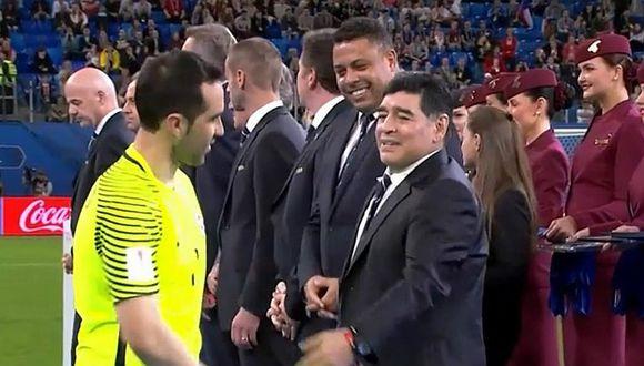 Chile: la burla de Maradona a Bravo en plena premiación [VIDEO]