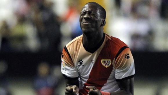 El lateral peruano, Luis Advíncula fue expulsado en el partido del Rayo Vallecano luego de una fuerte falta contra el futbolista de Almería