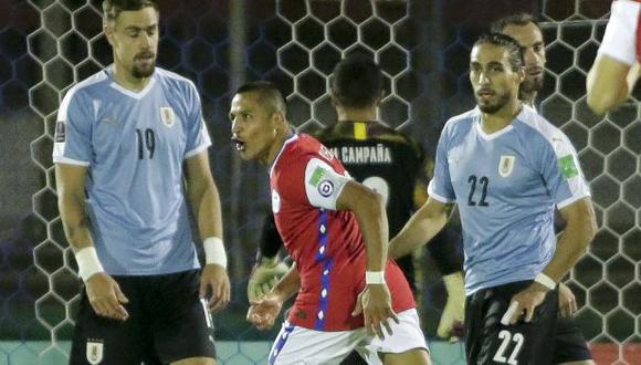 Chile perdió 2-1 ante Uruguay tras un gol en los minutos de descuento. (Foto: AFP)