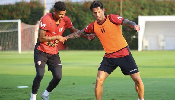 En caso los dirigidos por Ricardo Gareca se lleven un triunfo por 3 a 0 contra Chile, se ofrece multiplicar 67 veces lo apostado. (Foto: EFE)