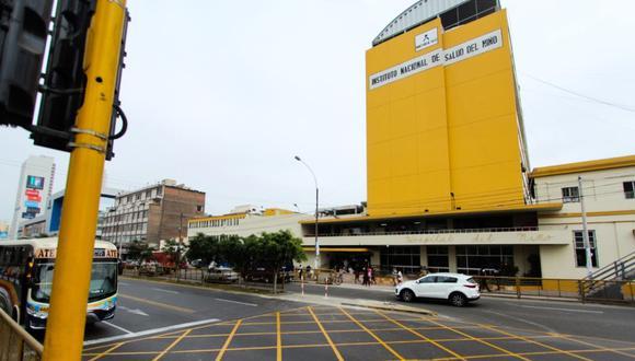 La Municipalidad de Lima indicó que una cuadrilla de obreros trabaja en la instalación de bolardos de contención, a fin de proteger a los peatones. (Foto: MML)