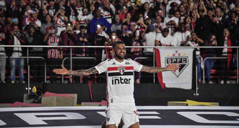Dani Alves llegó a Sao Paulo este año. (Foto: AFP)