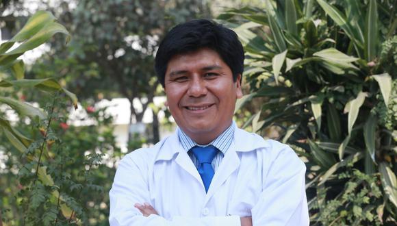 Mario Carhuapoma es el actual decano del Colegio Químico Farmacéutico del Perú. (Foto: Andina)