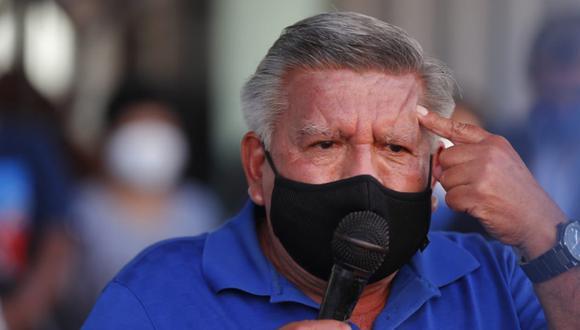César Acuña pidió orar por el periodista Jimmy Chinchay pero se confundió al mencionar su nombre.