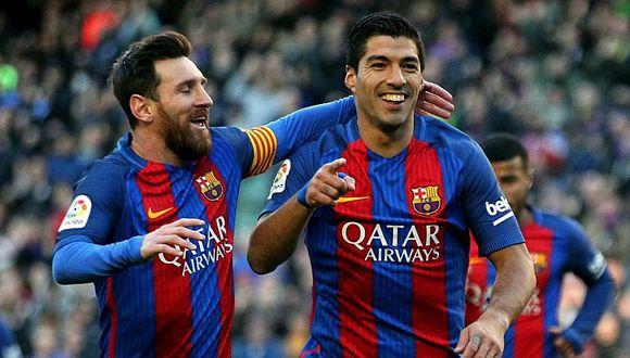 Messi y Suárez se divierten haciendo 'cabecitas' en la piscina [VIDEO]
