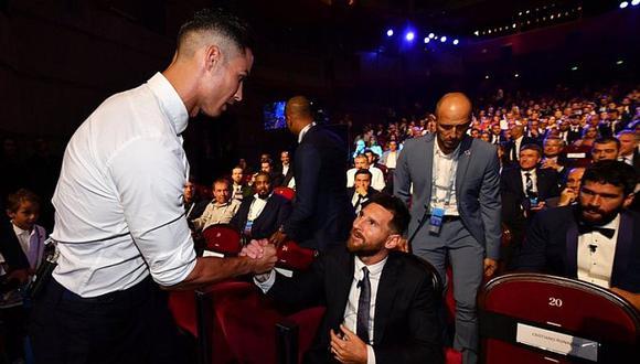 ¿Cristiano Ronaldo huachafo en la ceremonia de la Champions Legue? mira el traje que usó el crack de la Juventus   FOTO