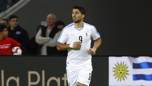 Uruguay's forward Luis Suarez runs during the friendly football match between Argentina and Uruguay at the Bloomfield stadium in the Israeli coastal city of Tel Aviv on November 18, 2019. / AFP / Jack GUEZ