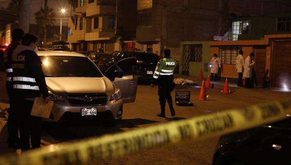 Sicarios huyeron a pie luego el auto en el que llegaron para perpetrar el crimen se malograra. Foto: César Bueno/@photo.gec