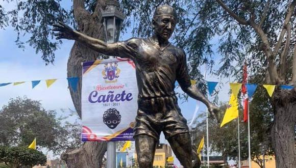 Develan estatua de Lolo en Cañete. (Foto: Difusión - Facebook)