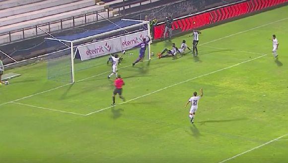 ¡En la línea! Miguel Araujo evita un gol cantado de Ayacucho ante Alianza