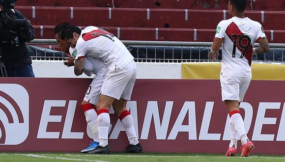 Gianluca Lapadula apareció solo por derecha, corrió hacia el área y habilitó a Christian Cueva quien marcó el primero para PerúEFE/ José Jácome /POOL