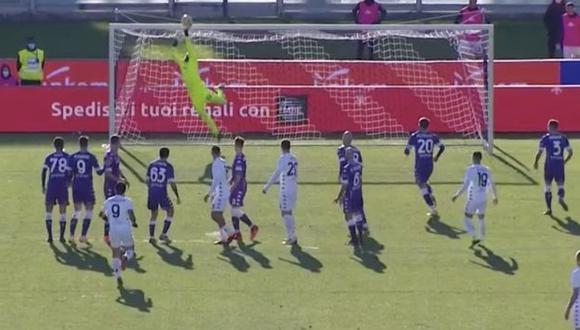 Gianluca Lapadula mostró su buena técnica para la ejecución de tiro libre. (Captura: ESPN)