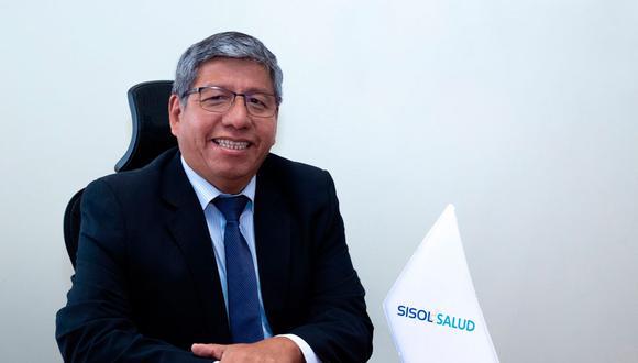 Carlos Enrique Contreras Ríos, presidente interino de Sisol Salud, fue separado tras confirmarse que recibió la vacuna contra el COVID-19. (Foto: MML)