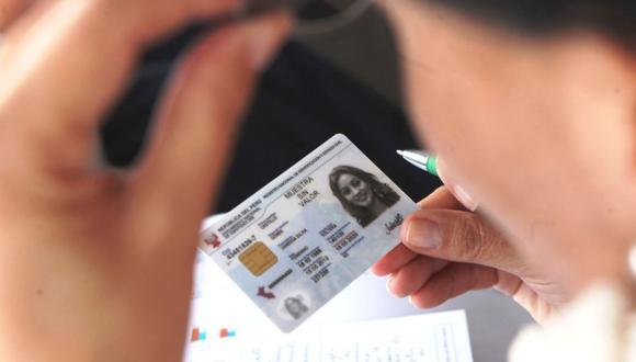 Para realizar el trámite de retiro de hasta S/ 17,600 de la AFP, el usuario debe tener a la mano su DNI y puede utilizarlo aún si está vencido (Foto: Andina)