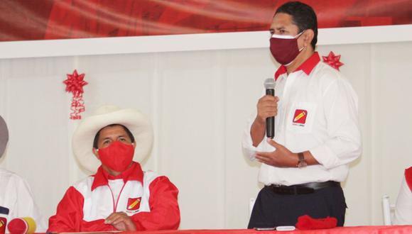 Vladimir Cerrón, secretario general de Perú Libre, y el candidato presidencial Pedro Castillo durante una actividad en Huancayo a fines de marzo. (Foto: Perú Libre)