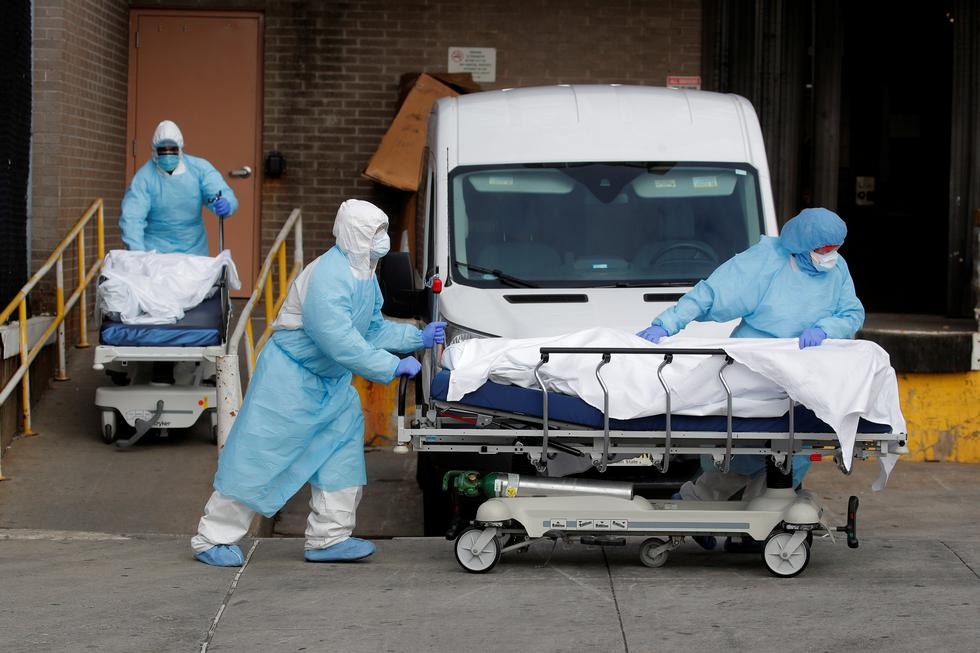Healthcare workers wheel the bodies of deceased people from the Wyckoff Heights Medical Center during the outbreak of the coronavirus disease (COVID-19) in the Brooklyn borough of New York City, New York, U.S., April 2, 2020. REUTERS/Brendan Mcdermid     TPX IMAGES OF THE DAY