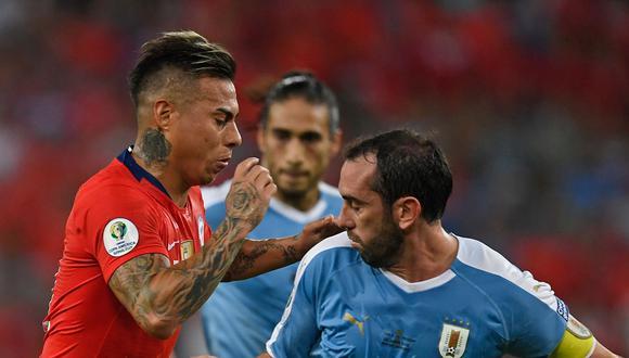 Conoce cómo y dónde ver el partido entre Chile y Uruguay por Eliminatorias Qatar 2022. Todos los detalles aquí. (Foto: AFP)