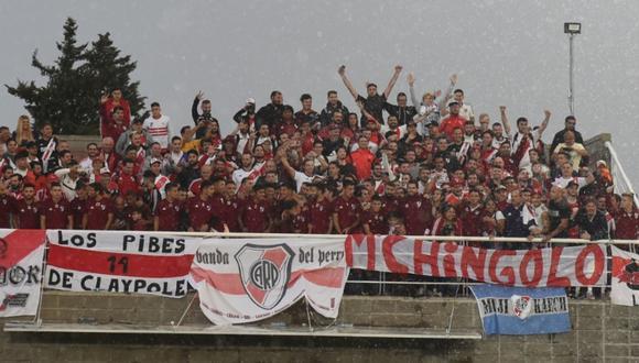 Hinchas de River Plate que viajaron en bus a Lima fueron premiados por el club millonario