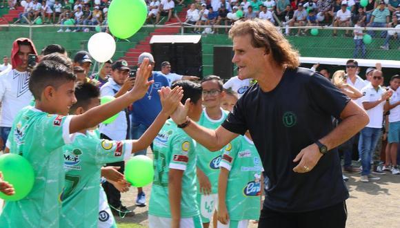 Ruben Darío Insúa, entrenador de la Liga de Portoviejo de Ecuador pudo dejar el país en un vuelo humanitario. (Foto: Twitter LDU Portoviejo)