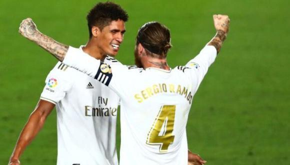 Sergio Ramos compartió un mensaje para despedir a Raphael Varane, su antiguo compañero en la zaga de Real Madrid. (Foto: EFE)