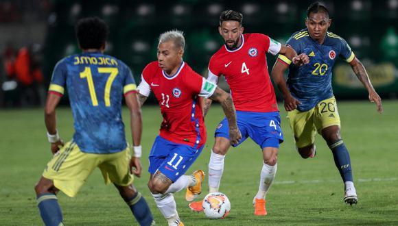 Colombia se trajo un valioso empate de su visita a Chile en un partido lleno de goles. | Crédito: Alberto Valdes / AFP.