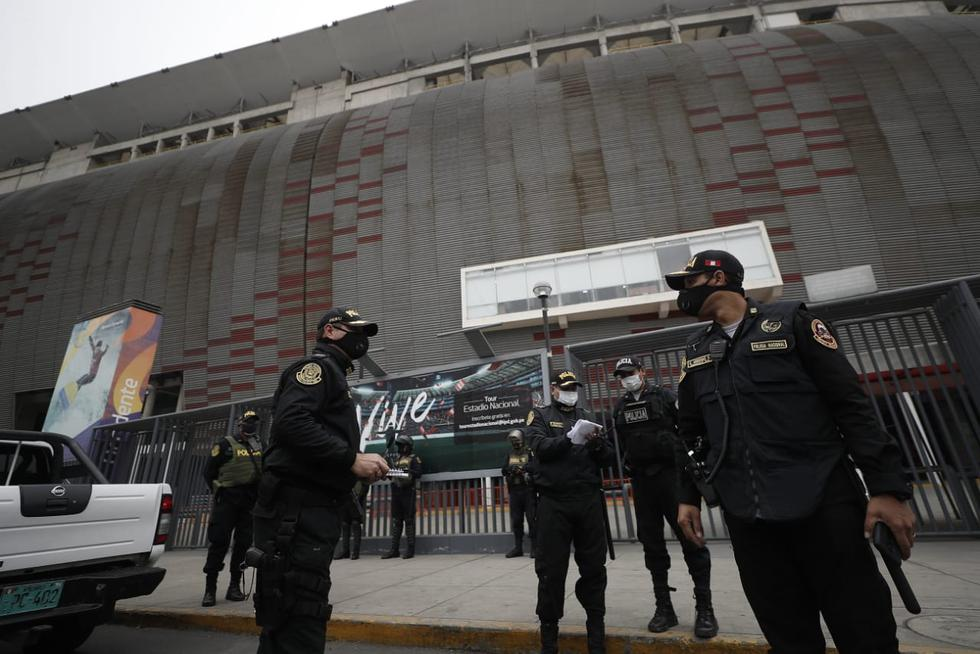 Cerca de 80 policías resguardan el Estadio Nacional para evitar posibles aglomeraciones. (Foto: Cesar Campos/GEC)