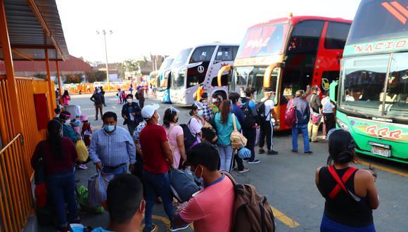 Terminal de yerbateros eleva la tarifa de sus pasajes para diferentes destinos de la sierra y selva central del Perú, los pasajeros reclaman indicando que se aprovechan por las celebraciones de Fiestas Patrias, (Foto: Hugo Curotto/@photo.gec)