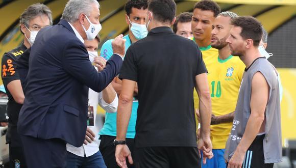 La Agencia Sanitaria brasileña entró al campo de juego del partido de Brasil vs. Argentina. (Foto: EFE)
