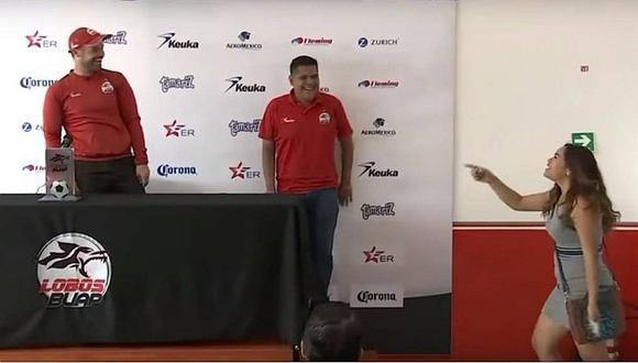 Técnico de Advíncula, Ávila y Aquino le jugó broma pesada a periodista