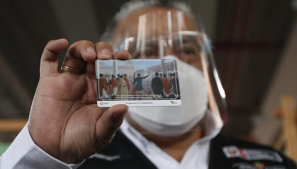 En total serán 200 mil tarjetas disponibles con motivos del Bicentenario. Foto: Jorge Cerdan/@photo.gec
