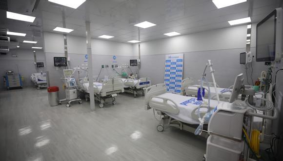 Fiorella Molinelli supervisó implementación de 21 nuevas camas para pacientes críticos con las cuales el Seguro Social alcanza 1,335 camas UCI  durante la pandemia. Foto: Britanie Arroyo/photo.gec