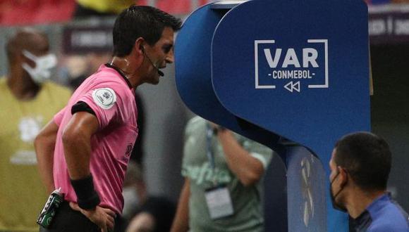 El uruguayo Leodán González quedó fuera del grupo arbitral para el Argentina-Chile. (Foto: AFP)