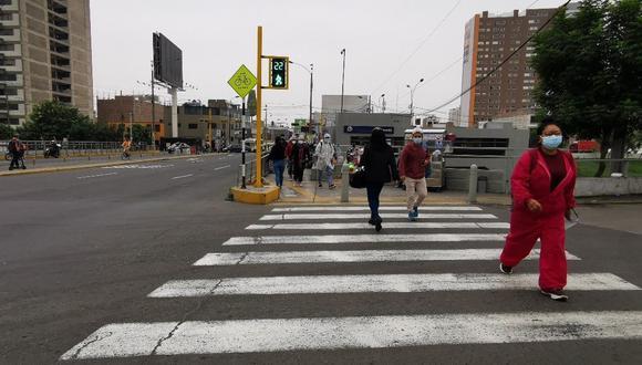 La Municipalidad de Lima instaló, a través del Proyecto Especial para la Gestión del Tránsito (Protránsito), 12 nuevos semáforos peatonales en la intersección de las avenidas Canadá y Paseo de la República, en La Victoria. (Foto: MML)