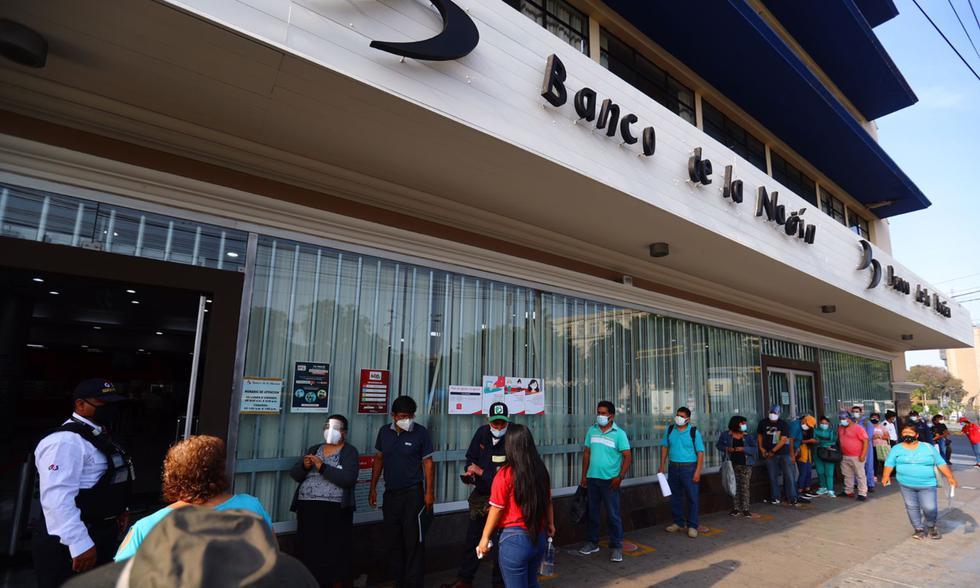 Los beneficiarios del Bono 600 llegaron desde tempranas hora para cobrar lo que es el subsidio correspondiente al Grupo 4