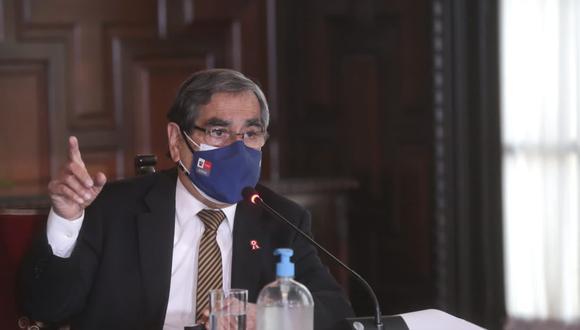 """""""La tendencia de fallecidos es también decreciente y eso es un punto importante"""", sostuvo Ugarte. (Foto: Minsa)"""