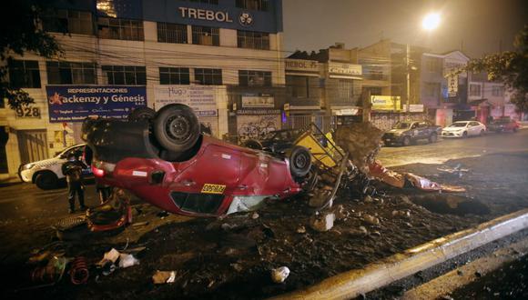 Accidente que dejó un muerto ocurrió esta madrugada en la Panamericana Norte, en San Martín de Porres. (Foto: César Grados /@photo.gec)