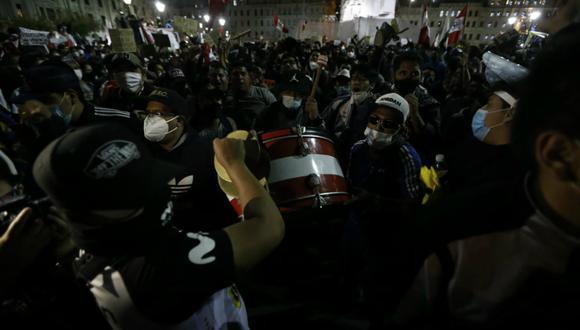 Los manifestantes se hicieron presentes en la Plaza San Martín en la marcha que se ha realizado a nivel nacional este 12 de noviembre