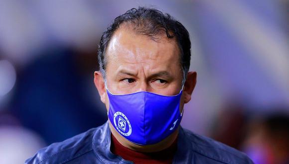 Reynoso es expulsado del Cruz Azul-Chivas. (Foto: Cruz Azul)