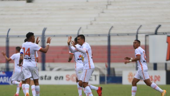 Final del primer tiempo: Universitario cae 2-1 ante Ayacucho FC por la Liga 1.