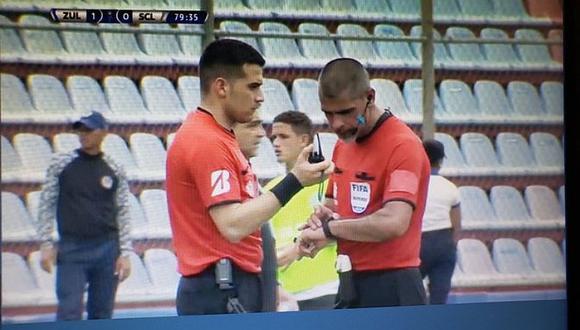 Sporting Cristal vs. Zulia EN VIVO | Árbitro se comunicó por walkie-talkie con la cabina del VAR | VIDEO