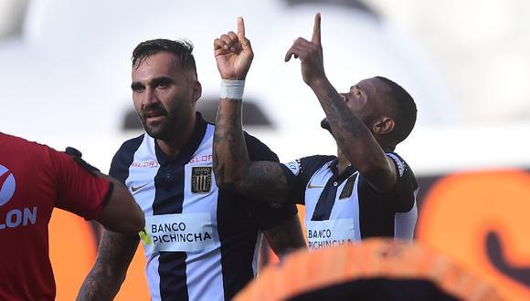 Wilmer Aguirre aprovechó una asistencia de Pablo Míguez y marcó de cabeza el empate parcial para Alianza Lima. (Liga 1)