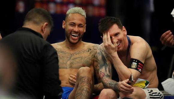 Lionel Messi y Neymar, a pura risa tras el primer título del '10' con Argentina (Foto: Reuters)