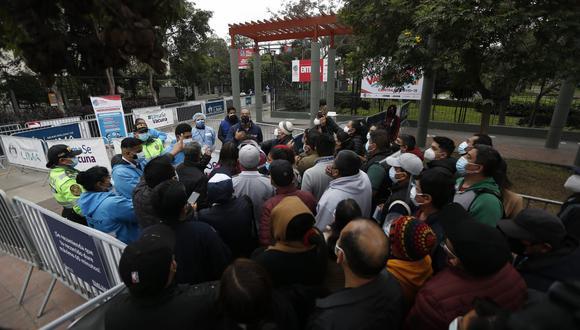 En el parque de la Exposición también se reportó falta de vacunas contra el coronavirus. Foto :Jorge Cerdan/@photo.gec