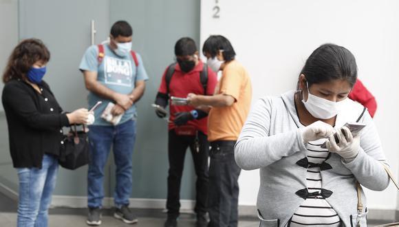 PERSONAS EN LOS EXTERIORES DE LAS AFPS PARA SOLICITAR INFORMACION SOBRE EL RETIRO DEL 25 PORCIENTO