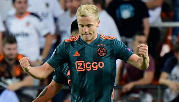 Donny van de Beek firmó contrato con Manchester United hasta el 2025. (Foto: AFP)