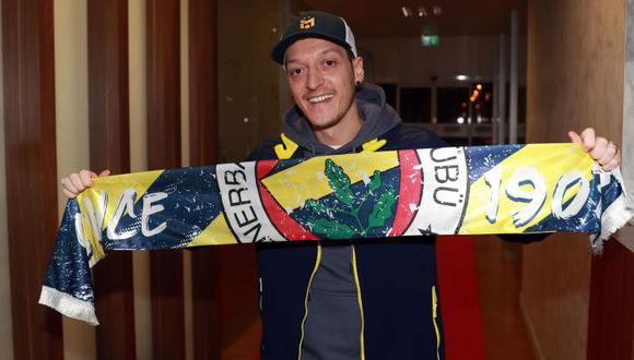 Mesut Özil fichó por Fenerbahce a mediados del 2020. (Foto: @Fenerbahce)
